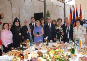En la recepcion ofrecida por el Presidente Serge Sarkisian