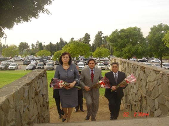 La Dra. Hakobyan, el Diputado Nahabetian y el Diputado Portantino rinden tributo a los mártires en Montebello.