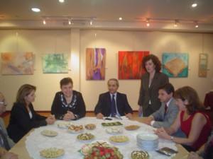 Da la bienvenida la prof. Diana D. de Pérez Valderrama