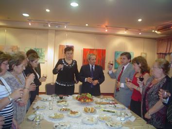 El Diputado Sergio Nahabetian propone un brindis por la memoria del Sr. Haig Shahinian.