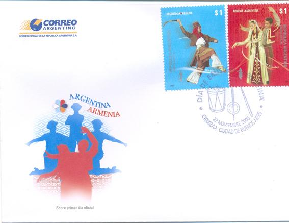 El sobre del día de la emisión, con los sellos.
